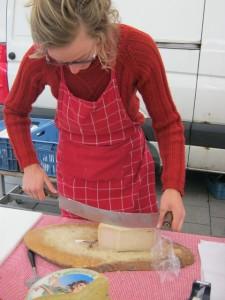 2013年5月17日:チーズを切る