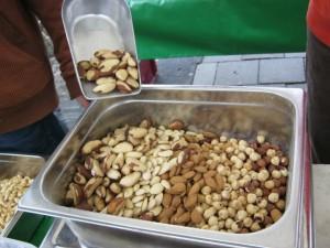 2013年5月17日:市場でナッツを買う
