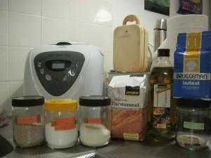 パン焼き機や材料 (Broodbakmachine met ingrediënten)