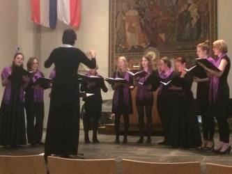 Studentenvrouwenkoor Medusa tijdens het zomerconcert in het Academiegebouw te Utrecht.